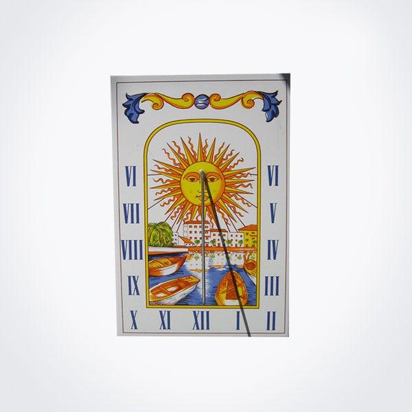 Reloj de sol en azulejo de dimensiones 10 x 20 cm.