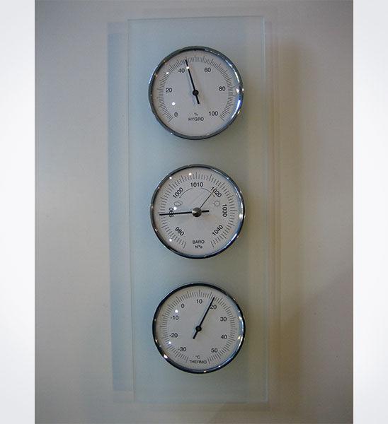 Estación meteorológica con termómetro, higrómetro y barómetro