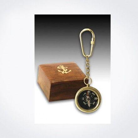 Brújula-llavero dorada con caja de madera