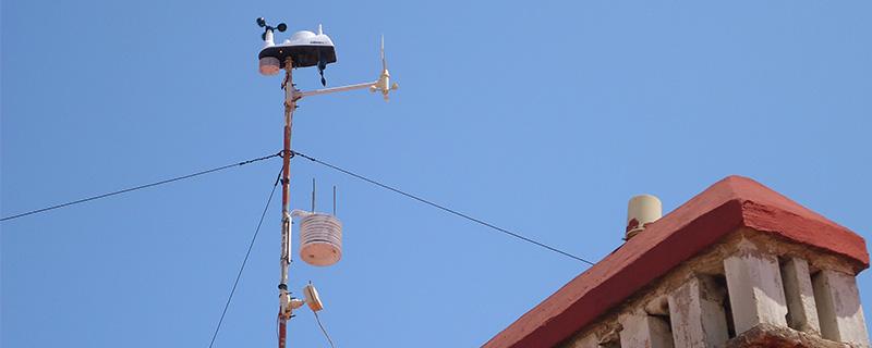 Y el resultado final. Podemos ver también en esta imagen los diversos sensores de la antigua Oregon WMR-928, que se irá a jubilar en el Mareny Blau (V).