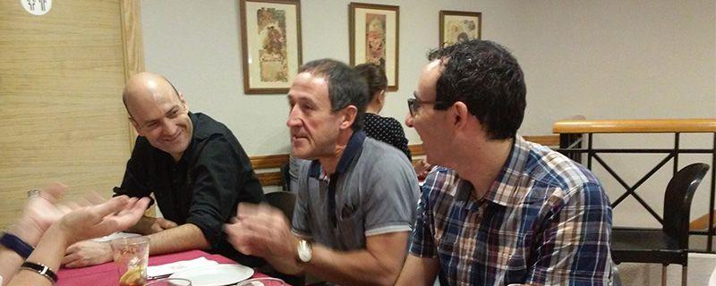 Una vez finalizada la firma, los asistentes comieron en un restaurante cercano, donde se siguió hablando, cómo no, de la meteorología. Vicente Aupí, entre Dami Millán (tesorero de AVAMET) y Joan Carles Fortea,