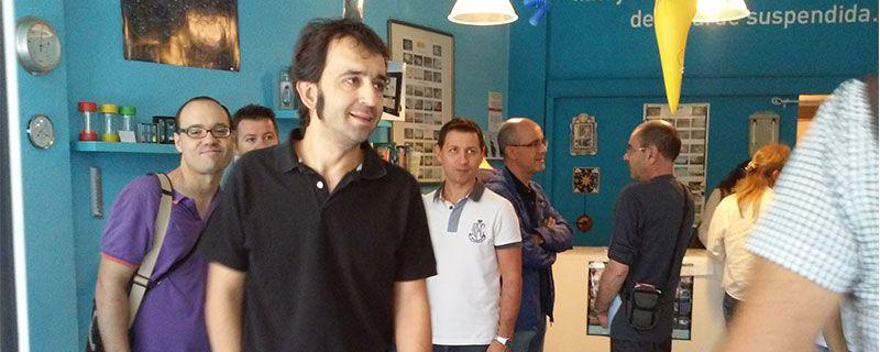 El que suscribe, en primer plano. Tras él, Manolo Cervera, secretario de AVAMET y propietario de Meteobunyol, y detrás de él Vicent Gómez, uno de los autores.