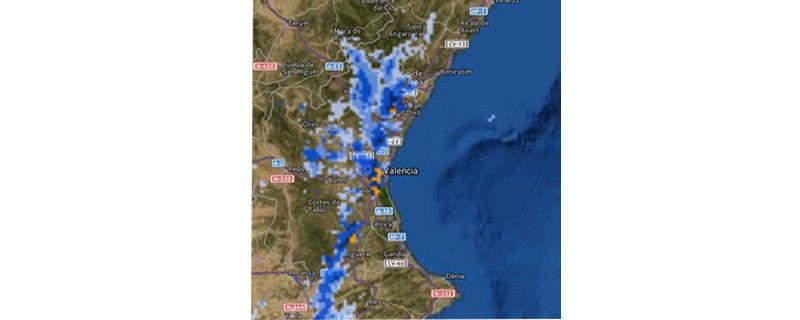 Aquí se aprecia esta línea de precipitación, ya encima de Valencia, con esas trazas amarillas que denotaban la mayor intensidad de la lluvia.