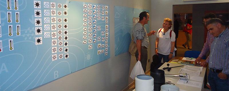 Y por último, ya por la tarde, la visita al Museo del Clima. Paneles magnéticos para poder trabajar con los mapas del tiempo. ¿Alguien no puso los símbolos de lluvia encima de la Comunidad Valenciana?.