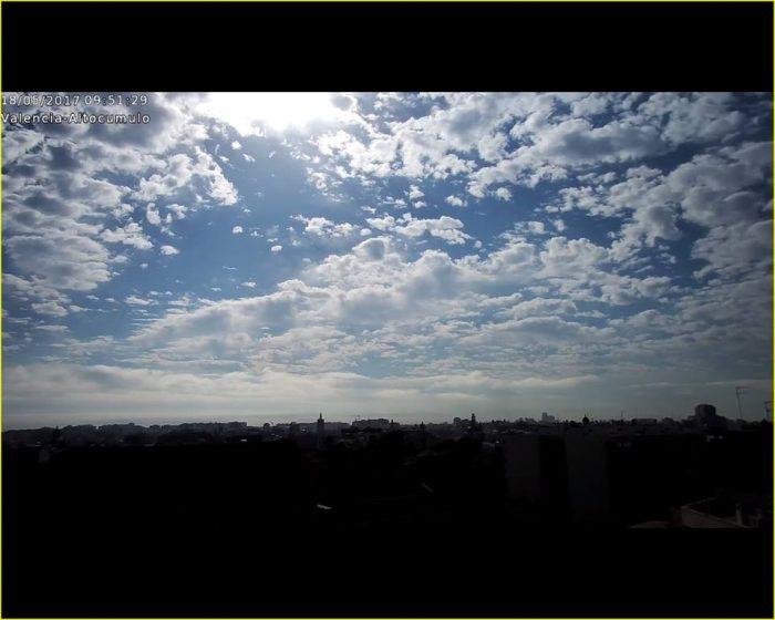 Nubes de cambio de tiempo. Altocúmulos estratiformes. Valencia, 18 de mayo.