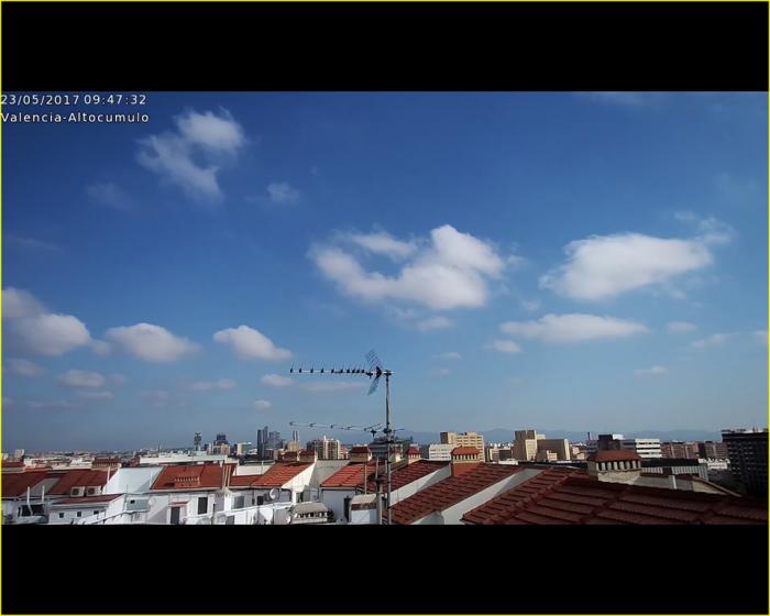 Nueva orientación para la webcam de Altocúmulo. Valencia, 23 de mayo.